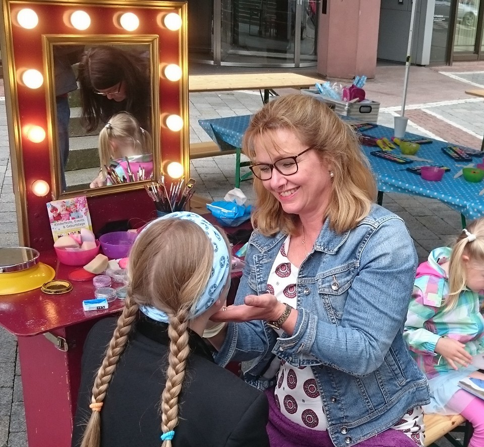 Kinderschminken im TriTra Puppentheater